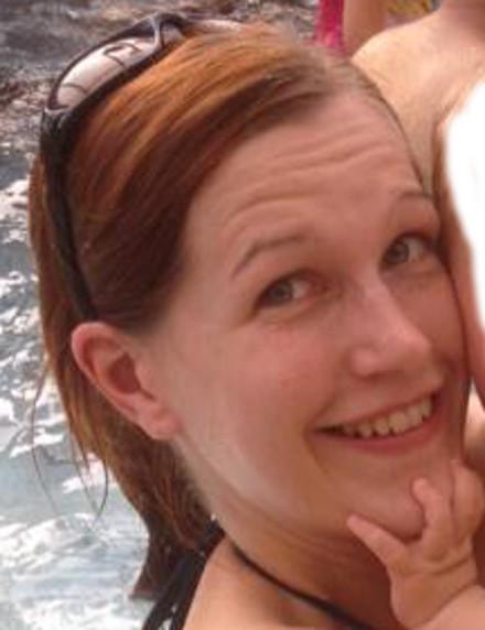 Кэти похожа на мужчину – возможно в этом тайна тех фотографий, где виден мужской член на фоне женских туфель