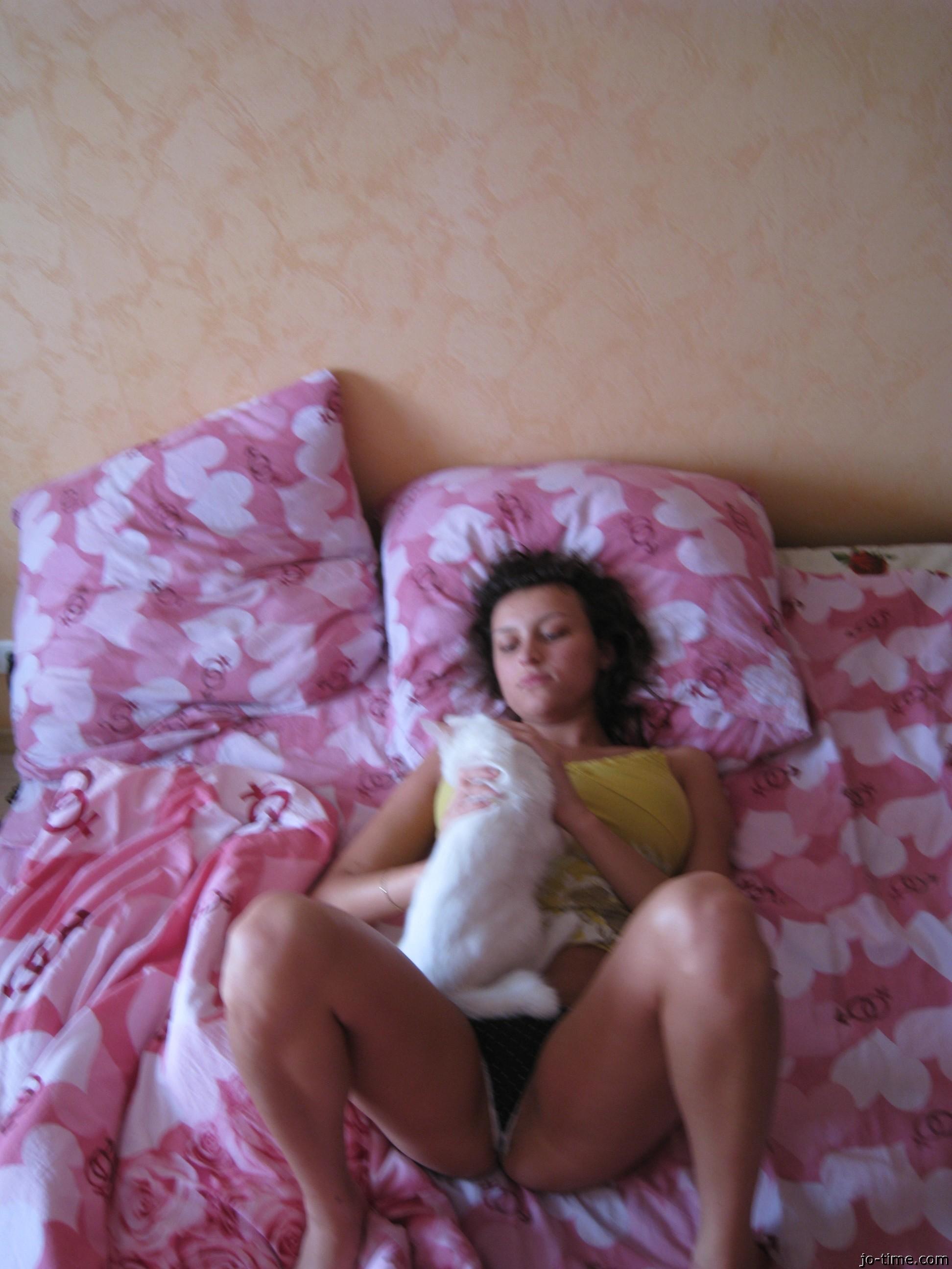 Девушка хвастается шикарными буферами – она очень возбуждает своего партнера красивой грудью