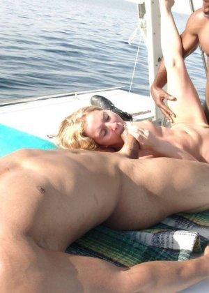 Негр выебал шмару на яхте - фото 16