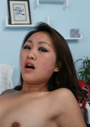 Трахнул азиатку, а она не кончила - фото 5