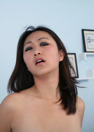 Трахнул азиатку, а она не кончила - фото 11