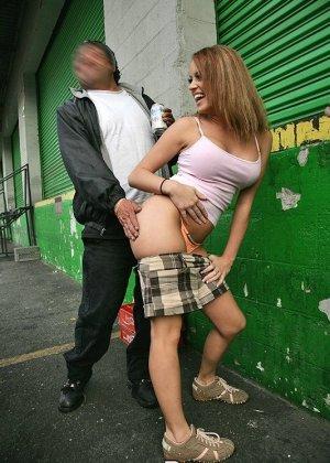 Секс с проституткой на улице - фото 2
