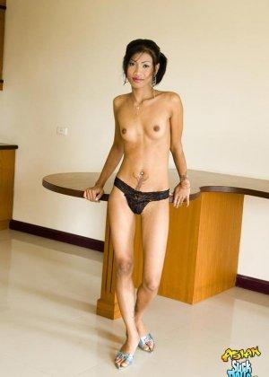 Худая азиатка с маленькими сиськами - фото 4