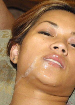 Азиатка посмотрела порно и захотела потрахаться - фото 16