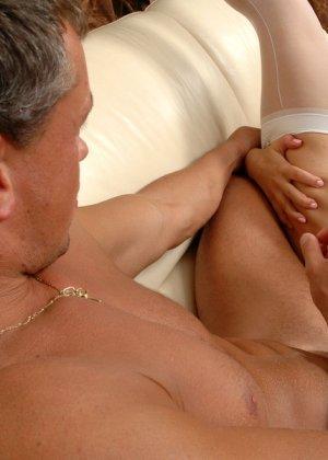 Анальный секс с дилдо, а потом и хуем - фото 12