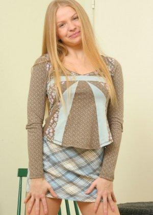 Зрелая блондинка с волосатой пиздой - фото 2