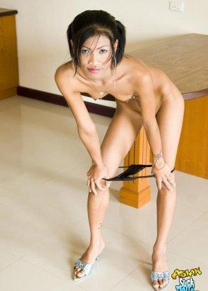 Худая азиатка с маленькими сиськами - фото 8