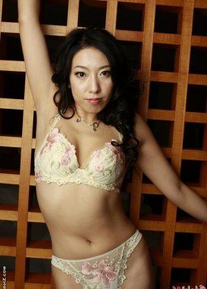Азиатка в красивом белье - фото 1