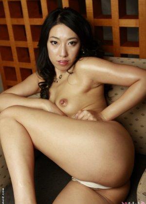 Азиатка в красивом белье - фото 13