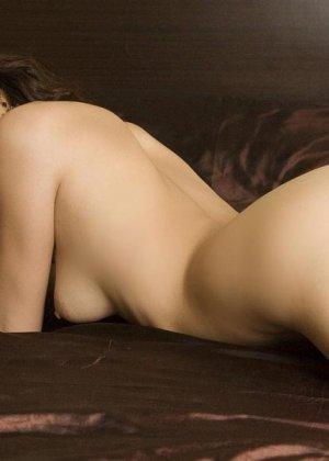 Азиатка с красивым голым телом - фото 15