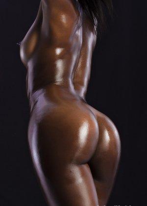 Сексуальная голая негритянка - фото 9