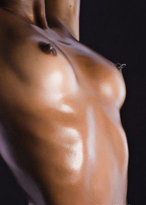 Сексуальная голая негритянка - фото 16