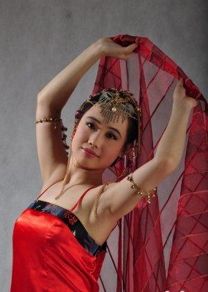 Голая сексуальная азиатка - фото 4