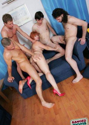 Пожилая захотела группового секса - фото 6