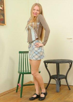 Зрелая блондинка с волосатой пиздой - фото 1