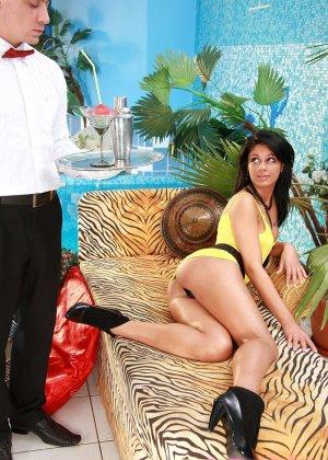 Анальный секс официанта и самой красивой шлюхи - фото 3