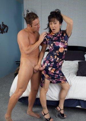 Секс европейца и зрелой азиатки - фото 3