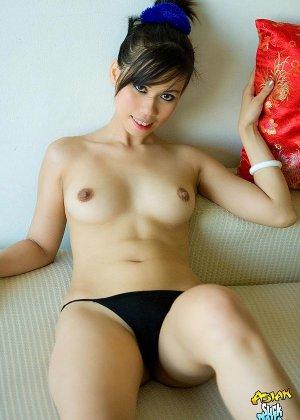 Красивая киска азиатки - фото 9