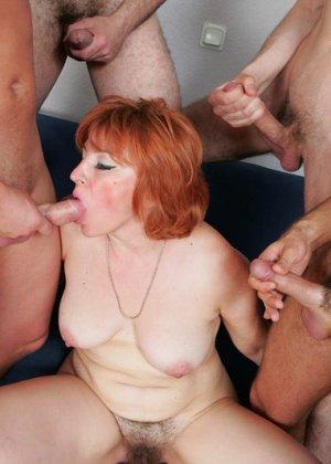 Пожилая захотела группового секса - фото 14