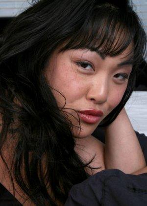 Секс европейца и зрелой азиатки - фото 20