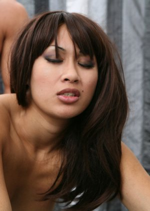 Секс с молодой девушкой азиаткой - фото 12