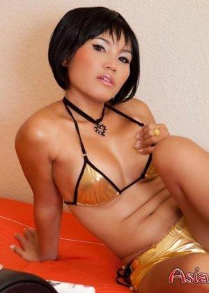 Азиатка и вибрирующий дилдо - фото 4