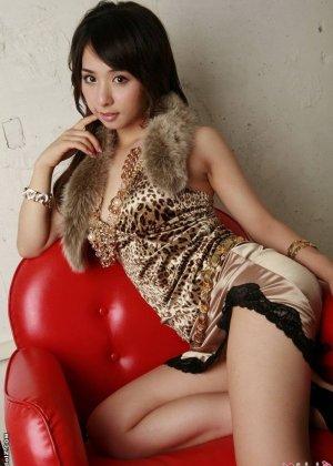 Красивая девушка азиатка - фото 7