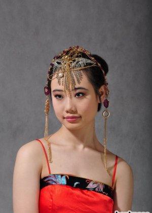 Голая сексуальная азиатка - фото 2