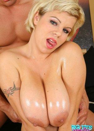 Секс с грудастой блондинкой - фото 8