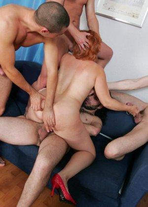 Пожилая захотела группового секса - фото 10