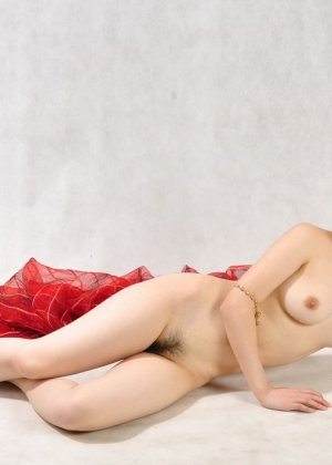 Голая сексуальная азиатка - фото 12