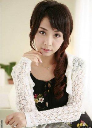 Красивая девушка азиатка - фото 9
