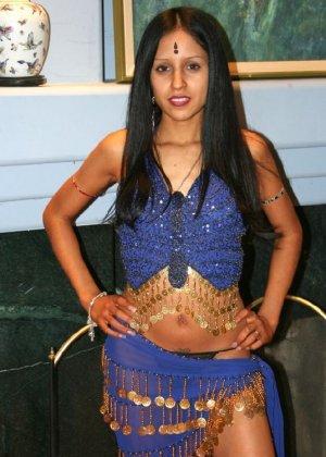 Ебля индианки с двумя хуями - фото 1