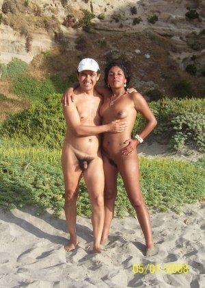 Обнаженные зрелые телки на пляже - фото 14