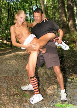 Анал с немкой в лесу - фото 6