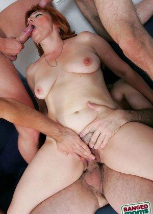 Пожилая захотела группового секса - фото 7