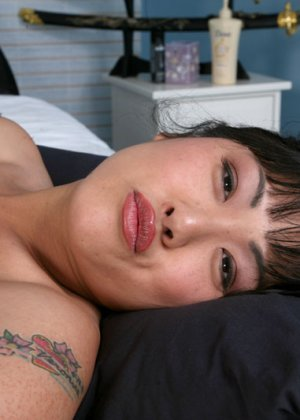 Секс европейца и зрелой азиатки - фото 9