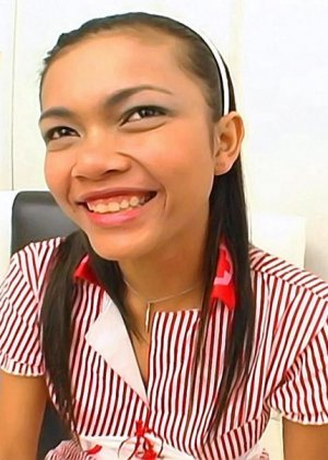 Молоденькая азиатка сделала минет - фото 1