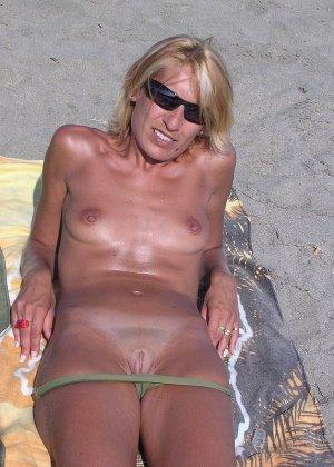 Голые бабы на пляже - фото 11