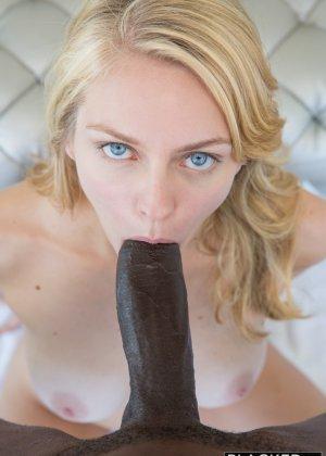 Эротичный секс блондинки и негра - фото 7