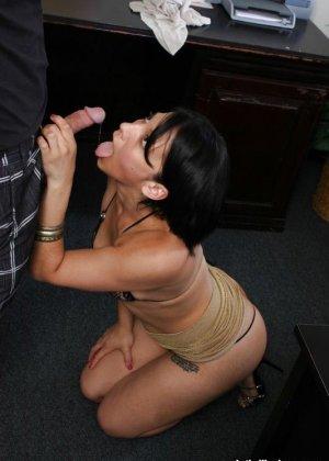 Вызвал симпатичную проститутку прямов в офис - фото 8