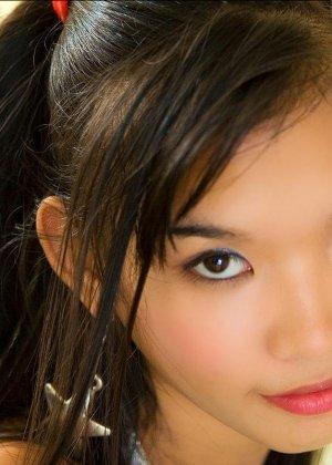 Голая азиатка показывает эротику - фото 6
