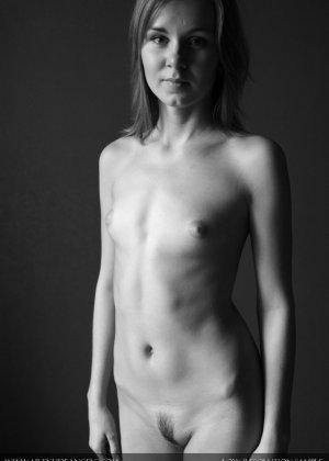 Голая телочка с плоской грудью - фото 12