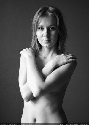 Голая телочка с плоской грудью - фото 13