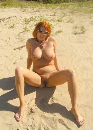 Голые девушки на нудистском пляже - фото 5