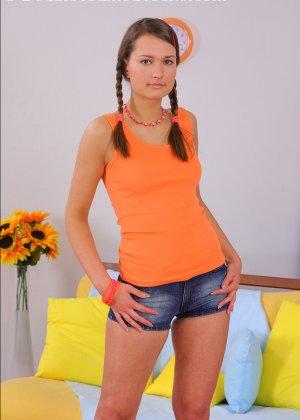 У молодой русской девушки пизда и анус стали большими после двойной ебли - фото 2