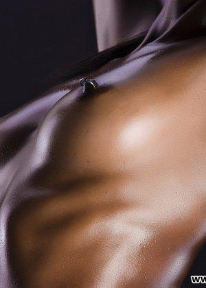 Сексуальная голая негритянка - фото 11