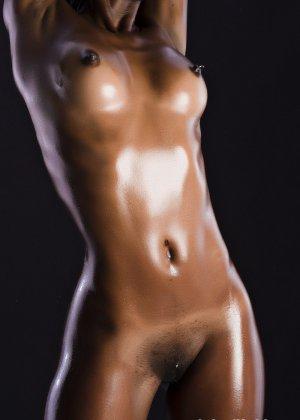 Сексуальная голая негритянка - фото 14