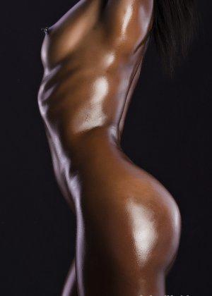 Сексуальная голая негритянка - фото 10
