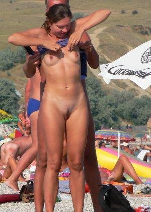 Обнаженные зрелые телки на пляже - фото 2